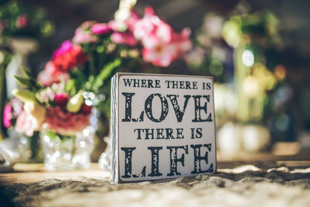 שלט אהבה למרכז השולחן