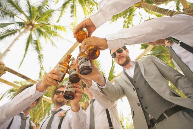 שושבינים בחתונה