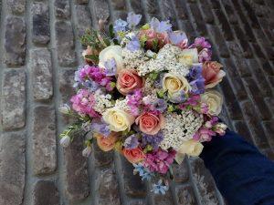 זר פרחים - ורדים במגוון צבעים