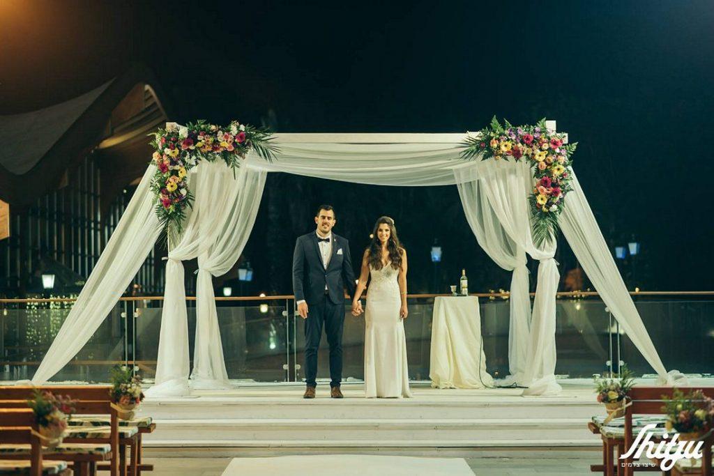 זוג בחופה - חתונה בשרון
