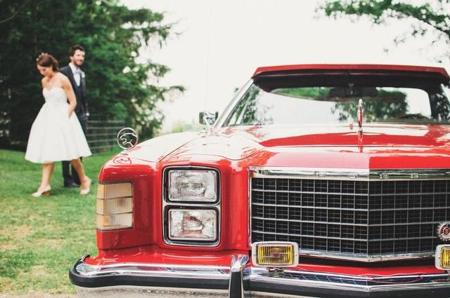 רכב חתונה אדום - גן אירועים בשרון